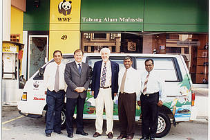 Group with the Bata-sponsored WWF-Malaysia van