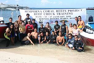 Participants of the training in reef monitoring, organised by WWF-Malaysia under its Semporna Coral Reefs Project.