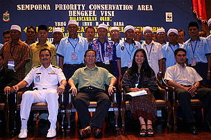 Participants of the Semporna Priority Conservation Area Visioning Workshop, held from 2 - 4 April 2008, with Encik AM Ibnu bin Haji AK Baba (District Officer of Semporna; seated second from left), and Dr. Annadel Cabanban (Manager, Sulu-Sulawesi Marine Ecoregion Programme, WWF-Malaysia). Over 50 community leaders and 20 local tourism operators attended the workshop.